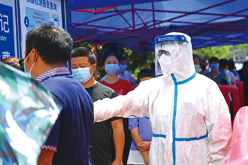浏阳·疫情防控进行时丨40℃防护服下的坚守与担当