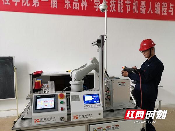 2021年岳阳职业技术学院学生技能节机器人编程与调试竞赛.jpg