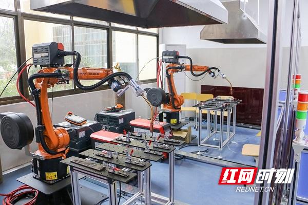 机器人实训室16.JPG