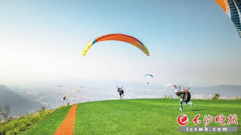 黑麋峰滑翔伞基地。