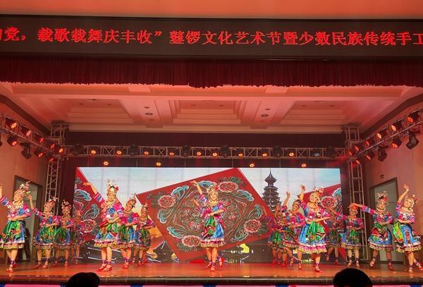 新晃举行鼟锣文化艺术节暨少数民族传统手工艺品颁奖晚会.jpg