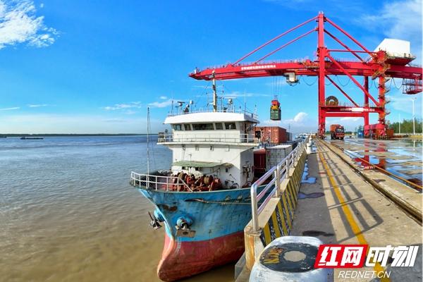 新港码头近景.jpg