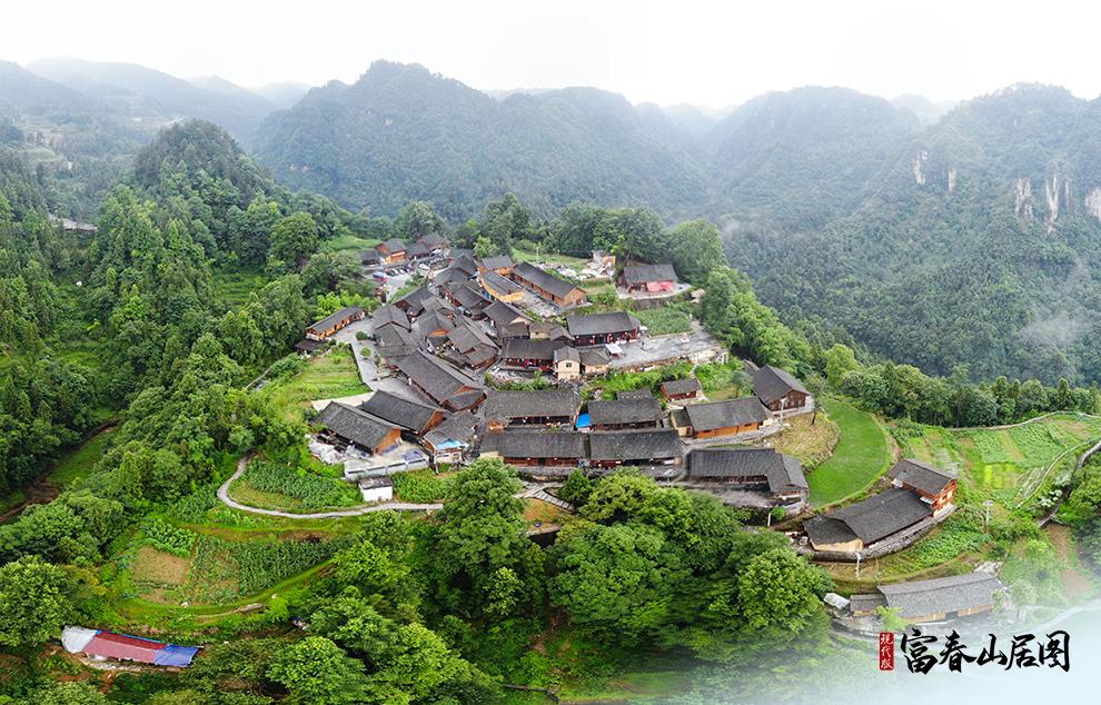 湖南湘西土家族苗族自治州花垣县十八洞村梨子寨(无人机照片)。