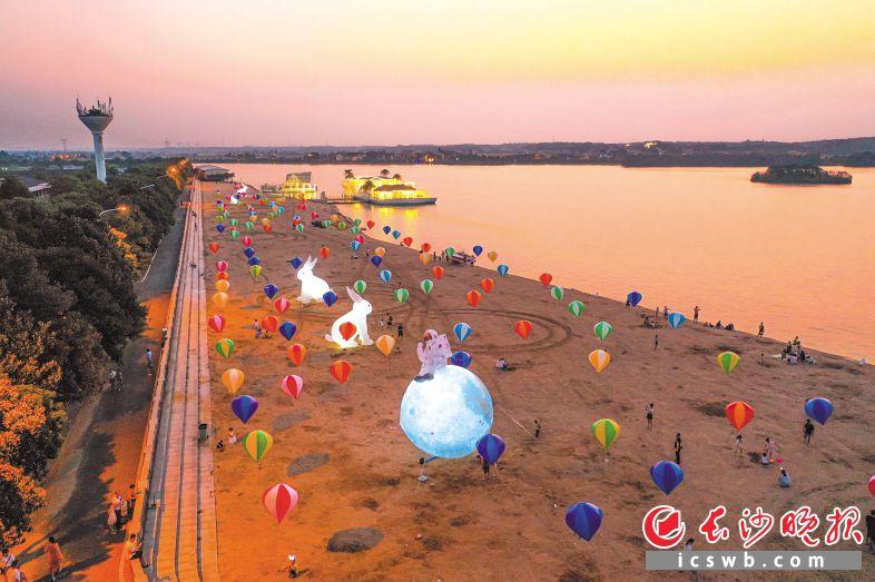千龙湖举办首届陪伴节,乐享童趣。