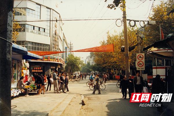 1.80年代年黄兴南路步行街八角亭原貌.jpg