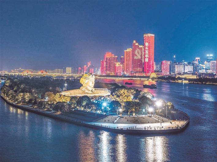 长沙湘江两岸璀璨夜景。(供图:中共长沙市委宣传部)