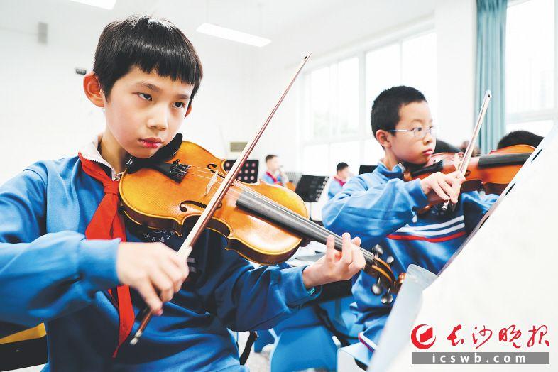 泰禹小学的课后音乐兴趣小组。   李静 摄