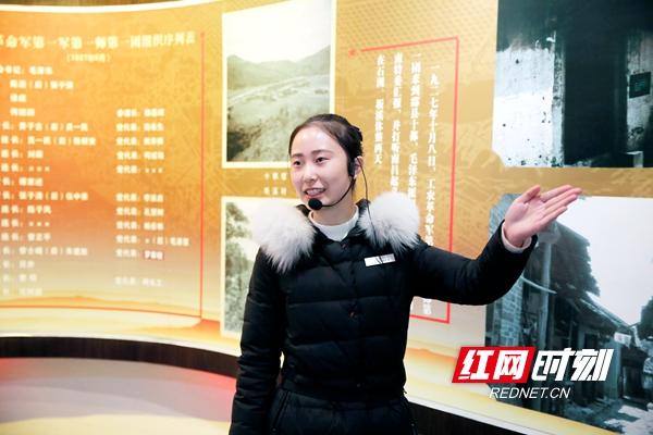 担任讲解员的受助学生张江慧热情洋溢地讲述炎陵红军标语故事.JPG