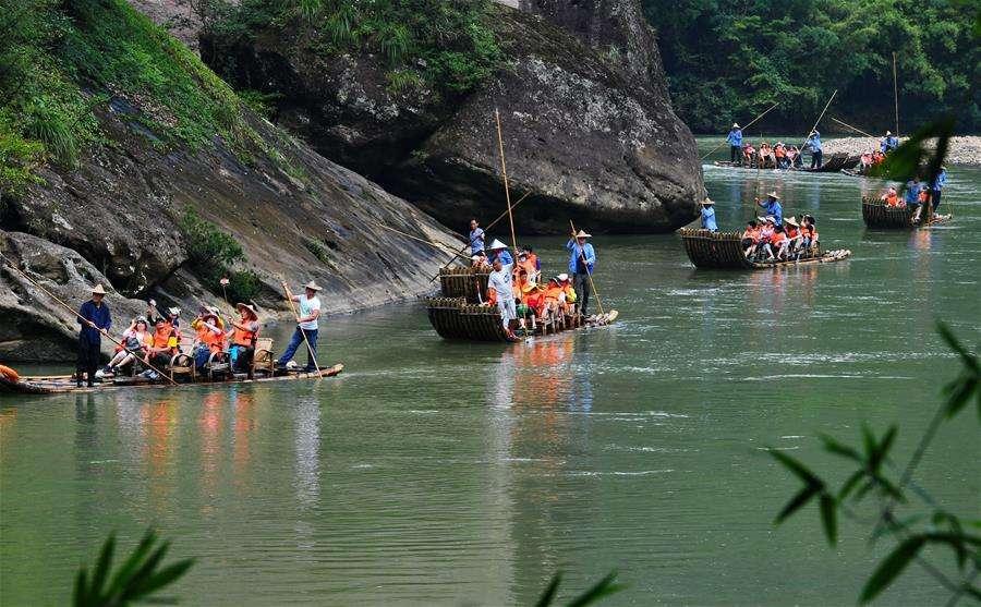 新华每日电讯:特别的暑期,旅游、电影会你选哪种文化生活?