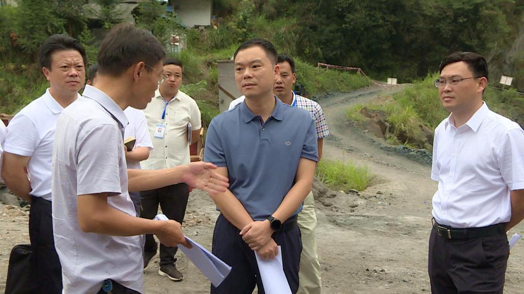 中方县委副书记 代县长胡杰到花桥镇调研环保整治 项目建设等工作